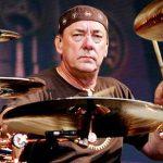 Uznávaný bubeník Neil Peart z RUSH prehral svoj viacročný boj s rakovinou